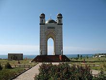 Монумент поблизости от Чолпон-Аты (2006 год)