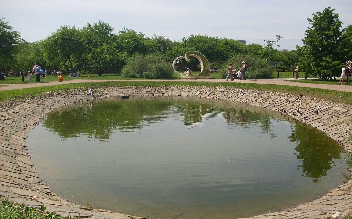 Коломенский пруд около Аллеи Любви
