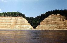 Порог «Опоки» и берега высотой 60 м.